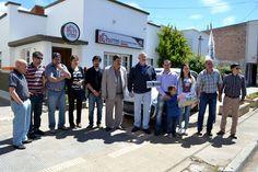 Lotería del Chubut premió con un automóvil a vecino de Esquel http://www.ambitosur.com.ar/loteria-del-chubut-premio-con-un-automovil-a-vecino-de-esquel/ La entrega del Nuevo Palio Attractive contó con la presencia del gerente de Juegos del IAS, Mariano Almirón, quien estuvo acompañado por el delegado zonal, Matías Peláez.     Este viernes, el Instituto de Asistencia Social (IAS) hizo entrega de un automóvil 0 kilómetro a vecino de la ciudad de Esquel. David Reverbel