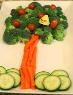 How to decorate vegetables so that children eat everything Food Design, Cute Food, Good Food, Food Art For Kids, Healthy Snacks, Healthy Recipes, Healthy Kids, Guava Recipes, Dessert Healthy