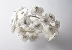 Couronne BLOSSOM, en fleurs de mousseline et strass. Crown BLOSSOM, in chiffon flowers and strass. Chiffon, Chandelier, Crown, Ceiling Lights, Home Decor, Bridal Collection, Rhinestones, Accessories, Silk Fabric