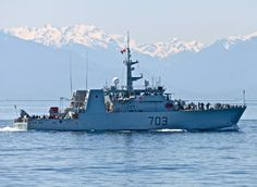 Royal Canadian Navy HMCS EDMONTON (MM 703) Kingston class coastal defence vessel. In service since 1997. Royal Canadian Navy, Canadian Army, Royal Navy, Navy Day, Battle Ships, Man Of War, Remembrance Day, Armada, Navy Ships