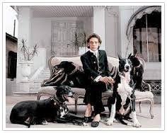 Dener Pamplona de Abreu - Inspirada em seus ídolos Balenciaga e Coco Chanel, o estilista construiu uma carreira glamourosa, fazendo o Brasil dos anos 50 e 60 respirar a alta-costura.