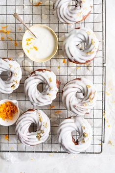 Lemon Crullers with Lemon and Honey Glaze - Fluffy, crispy lemon scented crullers are dipped in a lemon and honey glaze and finished with delicate gold leaf. Crullers are made by frying choux dough, and are a must-try if you haven't made them before! Delicious Donuts, Delicious Desserts, Yummy Food, Just Desserts, Dessert Recipes, Baked Donuts, Doughnuts, Mini Donuts, Cake