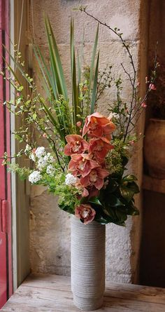 New flowers arrangements tall ikebana 64 ideas Tall Flowers, Artificial Flower Arrangements, Church Flowers, Vase Arrangements, Beautiful Flower Arrangements, Artificial Flowers, Orchid Flower Arrangements, Fresh Flowers, Colorful Flowers