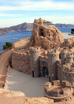 Battery Castillitos in Cartagena - Murcia, Spain Beautiful Castles, Beautiful Places, Places To Travel, Places To See, Places Around The World, Around The Worlds, Photo Chateau, Destination Voyage, Spain And Portugal