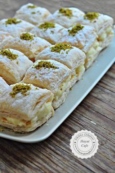 Pudding Puff Pastry Dessert - Hayat Cafe Easy Recipes - Muhallebili Miföy Dessert – hayatcafetarif on … - Puff Pastry Desserts, Savory Pastry, Choux Pastry, Pastry Recipes, Pasta Cake, Cake Recipes, Dessert Recipes, Food Platters, Turkish Recipes