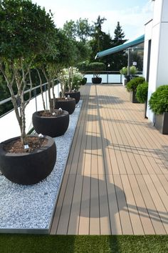 We have some terrific balcony garden design ideas and also crucial pointers that you can utilize for motivation on your rooftop. terrace garden 33 Beautiful Rooftop Garden Design Ideas to Adding Your Urban Home Terrasse Design, Balkon Design, Patio Design, Rooftop Terrace Design, Terrace Garden, Rooftop Deck, Balcony Gardening, Terrace Shed Ideas, Rooftop Lounge
