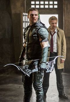 Green Arrow and Constantine. Dc Tv Series, Arrow Tv Series, Arrow Serie, Green Arrow, The Vampire Diaries, The Cw, Marvel Dc, New Girl, Teenage Mutant Ninja Turtles