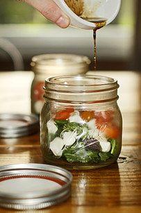 Ensalada caprese | 28 increíbles comidas que puedes preparar en un frasco de conservas