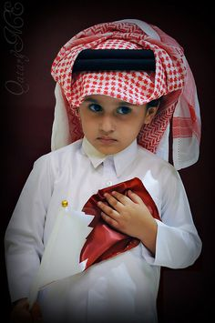 Qatar - Sheikhs son with gold pin We Are The World, People Of The World, Baby Pictures, Baby Photos, Cute Kids, Cute Babies, Arab Swag, Cultural, Arabian Nights