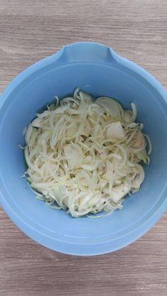 Macrou cu ceapă la cuptor – Rețete LCHF Coconut Flakes, Cabbage, Spices, Vegetables, Europe, Food, Kitchens, Spice, Veggies