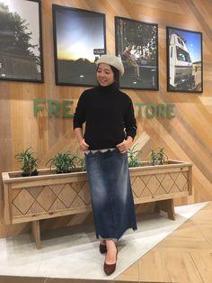 Champion  別注タートルネックスウェットシャツ ¥10,000(+tax)  Champion×FREAK'S STORE  商品コード:32275200180  カラー:ホワイト、グレー、ネイビー、ブラック