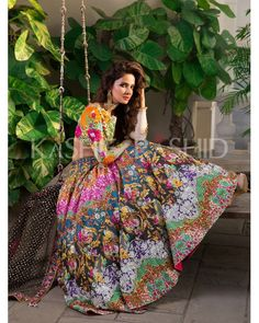 These light and Floral Print lehengas are a must-have for your Mehendi or Haldi ceremony! These ligh Indian Bridal Lehenga, Pakistani Bridal Dresses, Indian Dresses, Indian Outfits, Mehndi Function, Haldi Function, Mehendi Outfits, Haldi Ceremony, Ceremony Dresses