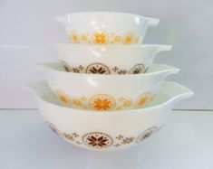 Pyrex Town and Country Bowl Set, Town and Country Bowls, Pyrex Brown Bowls, Pyrex Orange Bowls Vintage Dishware, Vintage Dishes, Vintage Pyrex, Pyrex Set, Pyrex Bowls, Pyrex Cookware, Pyrex Display, Brown Bowls, Chip And Dip Bowl