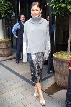 See how your favorite celebs style the metallic trend, and then shop affordable pieces from our collection at Target. Paillette Rock Outfit, Sequin Skirt Outfit, Lace Skirt, Holiday Fashion, Holiday Outfits, Autumn Winter Fashion, Winter Outfits, Look Fashion, Fashion Outfits