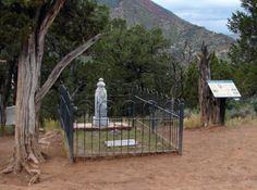 """John Henry """"Doc"""" Holliday grave marker at Pioneer Cemetery, Glenwood Springs, Garfield, Colorado Tombstone City, Tombstone Arizona, Famous Tombstones, Old West Photos, Cow Boys, Halloween Graveyard, Wyatt Earp, Doc Holliday, Grave Markers"""