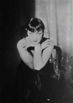 Man Ray - Kiki, 1927