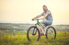 Andar de bicicleta é um esporte bastante completo e que o pode ajudar a perder peso, veja como! #esporte #bicicleta #cycling