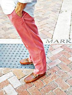 nantucket red + brown loafers w/o socks = true prep. Preppy Mode, Preppy Style, My Style, Salmon Pants, Nantucket Style, Nantucket Island, Preppy Mens Fashion, Men's Fashion, Pink Pants