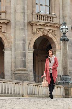 justmyself-fashionblog-deutschland-beiger-rollkragenpullover-altrosa-trenchcoat-only-graue-ripped-jeans-stiefeletten-zara-4