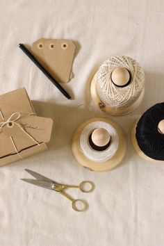 diy twine stand - such a great and simple idea!