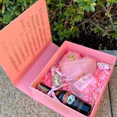 Chocolate Hearts, Chocolate Box, Creative Crafts, Diy And Crafts, Cake Pop Decorating, Flower Girl Dresses Boho, Birthday Chocolates, Surprise Box, Ideas Para Fiestas