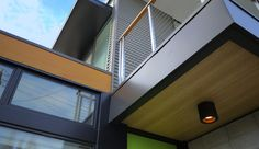 Nice use of different materials. Net Zero Prefab Prototype in Emeryville by Simpatico Homes Cheap Prefab Homes, Affordable Prefab Homes, Inexpensive Home Decor, Cheap Home Decor, Orange Lamps, Modern Modular Homes, Ranch Style Homes, Real Estate Development, Interior Architecture