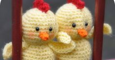 Haakpatroon Bertje het kuiken   Gehaakt met haaknaald 3        Maak een verstelbare ring  en haak 6 vasten in de ring, sluiten me... Chrochet, Animals And Pets, Origami, Baby Shoes, Projects To Try, Crochet Hats, Easter, Knitting, Amigurumi Patterns