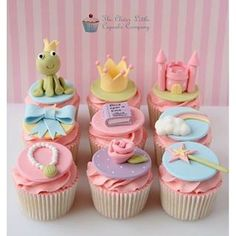 Que amor esses cupcakes!!! ❤ Créditos na imagem.  #Anuncie grátis seus serviços em nosso portal!! Site na bio. #tdparasuafesta #tudoparasuafesta #ThePrincessandtheFrog #APrincesaeoSapo #decorideas #decorpartyideas #decoracaodefesta #festainfantil #princesas #festaprincesas #birthdayparty #birthdayideas #birthday #festa #cupcakedecorado #cupcake #cupcakecute #cute #aniversario #kids #kidsparty #party #cupcakes #princesa #sapo #cupcakesapo #cupcakeprincesa #frog #Princess
