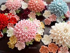 つまみ細工 髪飾り 4代目秘密の花園シリーズです。お花の種類とサイズがグレードアップしております。ヘアコーム式の髪飾りです。成人式・卒業式におすすめ★ tsumamizaiku.flower kanzashi.Japanese hair accessory.Recommended for kimono.kawaii.