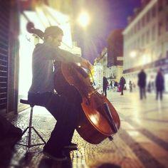 encontrei um violoncelo na baixa