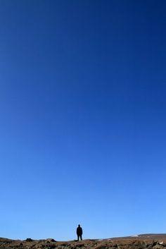 Silhouette under the Icelandic sky | Silhouette sous le ciel islandais | Silueta bajo el cielo islandés
