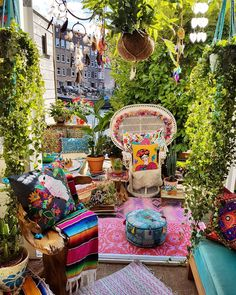 OH HAPPY HIPPY JOY JOY!  Love the #Autumn #Sunlight  #IndianSummer  Lush #urbanGreen #Jungalowstyle patio #Garden sanctuary  #MilagrosMundo your #local #Wanderlust #hippie #Bohemian...