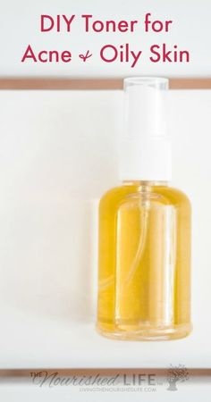 DIY Toner for Acne and Oily Skin (Just 2 Ingredients DIY toner should be three things: simple, economical, and effective. With only two ingredients, this homemade toner for oily skin/acne is the perfect combo. Homemade Toner, Homemade Facials, Homemade Skin Care, Diy Skin Care, Skin Care Tips, Skin Tips, Homemade Beauty, Tips For Oily Skin, Toner For Face
