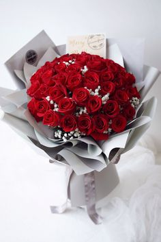 Flower Bouqet, Beautiful Bouquet Of Flowers, Floral Bouquets, Beautiful Roses, Pink Flowers, Gift Bouquet, Hand Bouquet, Rose Bouquet, Paper Flower Decor