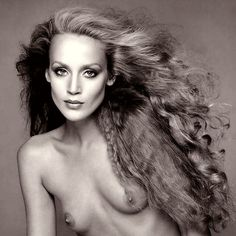 Her story here in pictures is one that must be told. Jerry Hall is pure rock and roll. If Hall was a book her hair would be an entire chapter. Jerry Hall, Mick Jagger Wife, Francesco Scavullo, Summer Hairstyles, Rolling Stones, Hair Inspiration, Supermodels, Portrait Photography, Fashion Beauty