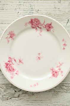 Loving the style/look of the floral pattern here...wonder if that could be pulled off as a tattoo?