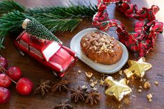 The Greek Christmas cookies Melomakarona are crunchy outside, juicy from honey inside and filled with crunched walnuts. Greek Christmas, Before Christmas, Christmas Traditions, Christmas Recipes, Melomakarona Recipe, Traditional Christmas Cookies, Honey Syrup, Christmas Preparation, How To Make Cookies
