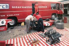 Race picnic or Makeshift garage. March Engineering - Jarama 1970 #9 Chris Amon - March 701