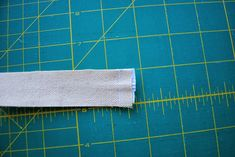 Neat Finish Window Pouch -- Sewing Tutorial by Roonie Ranching © 2013 Sewing Tutorials, Sewing Projects, Pouch Tutorial, Id Wallet, Bag Patterns To Sew, Zipper Pouch, Cosmetic Bag, Window, Pouches