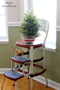 Using vintage Christmas deer in your holiday decor love the stool. houseofhawthornes.com