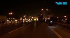 Một xe đầu kéo đã bị hư hại nặng trong một vụ cháy xảy ra trên cầu Thanh Trì, Hà Nội, vào khoảng 19 giờ 30 phút tối ngày 6.2.