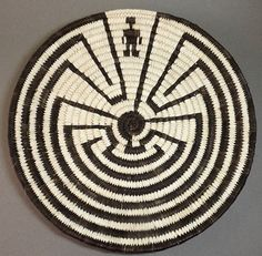 Basket - Tohono O'Odham Coiled Man-In-The-Maze Plaque made of bear grasses, yucca and devil's claw by Marian Cruz (Tohono O'Odham) Native American Baskets, Native American Artists, American Indian Art, American Indians, Man In The Maze, Bamboo Basket, Native Design, Indian Crafts, Wood Turning Projects