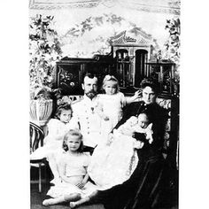 Czar Nicolau ll Alexandra e suas filhas #otma #naotma #romanov #russia by taidoll12