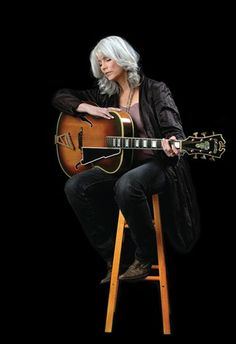 ♣♥Emmylou Harris♥♣ April 1947 (age ¡sex kisses beers beat rock and roll! Best Country Music, Country Music Artists, Country Music Stars, Country Singers, Rock Roll, Music Icon, My Music, Jules Supervielle, Emmylou Harris