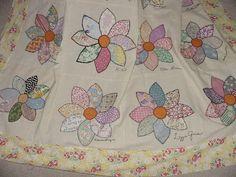Vintage Appliqued Dahlia quilt
