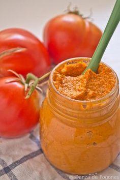 Paté de tomates secos, aceitunas y pimientos Finger Foods, Vegetarian Recipes, Vegan Pate, Raw Vegan, Pitted Olives, Dip Recipes, Raw Food Recipes, Healthy Recipes, Cooking Recipes