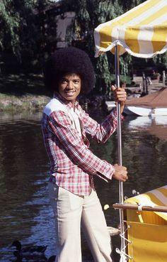 Jackie Jackson, Mike Jackson, Young Michael Jackson, Photos Of Michael Jackson, Michael Jackson Wallpaper, Jackson Family, The Jacksons, Poses, American Singers