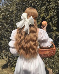 Find images and videos about hair, white and vintage on We Heart It - the app to get lost in what you love. Angel Aesthetic, Aesthetic Hair, Aesthetic Vintage, Aesthetic Photo, Aesthetic Pictures, Photography Aesthetic, Aesthetic Fashion, Aesthetic Bedroom, Photographie Portrait Inspiration