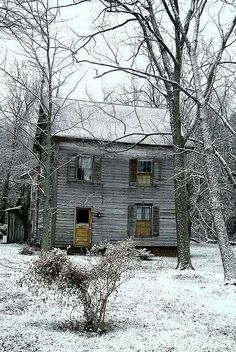 - Once Loved - abandoned house. I'd love to have this house Abandoned Buildings, Abandoned Property, Old Abandoned Houses, Abandoned Mansions, Old Buildings, Abandoned Places, Abandoned Castles, Mansion Homes, Mansion Interior