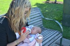 Baby Millie enjoying her mimijumi Very Hungry Baby Bottle! Thanks Alina from Viastyle.com.au for sharing! #mimijumi #babybottle http://mimijumi.com.au/babies-bottle-very-hungry/